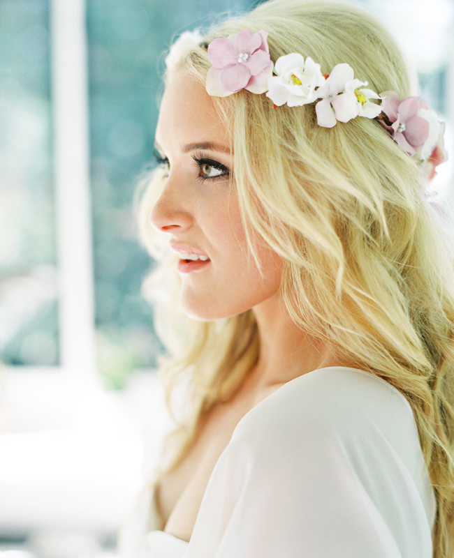 15 Beautiful Wedding Hairstyles With Flowers