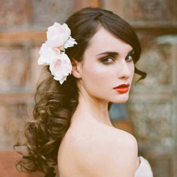 20 Wedding Hairstyles With Flowers: 15 Beautiful Wedding Hairstyles With Flowers