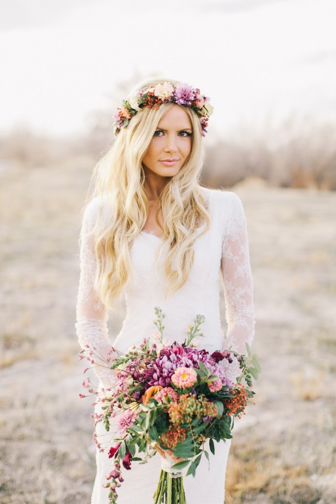 boho-style-waves-and-floral-crown-via-barefootblonde-com