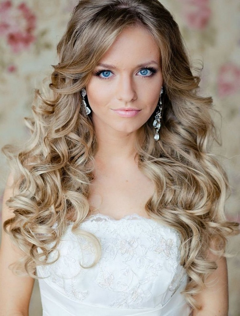 Simple Hairstyle Ideas For Curly Hair : Voluminous curls elegant wedding hairstyle idea