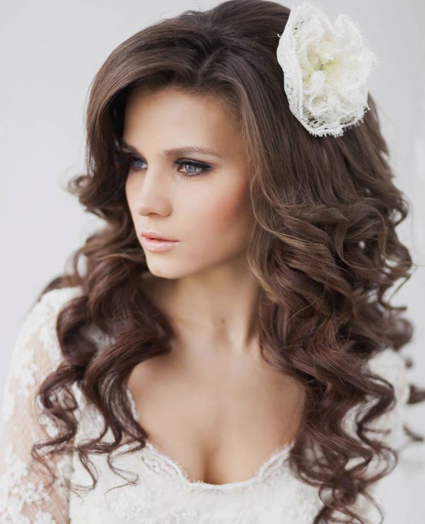 Curly Hair Wedding Styles: Elegant Wedding Hairstyle Idea