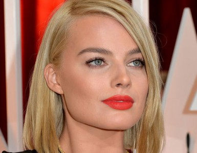 margot-robbie-orange-lipstick-oscars-2015-w540