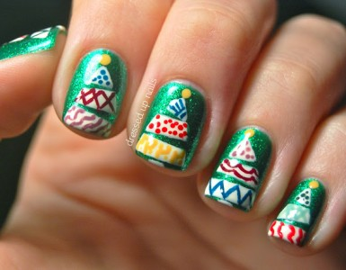 funky-christmas-tree-nail-art-china-glaze-running-in-circles-2