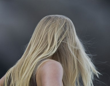 670px-blond_long-haired_young_lady_woman
