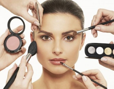 woman_getting_make_up_done-2__medium_4x3
